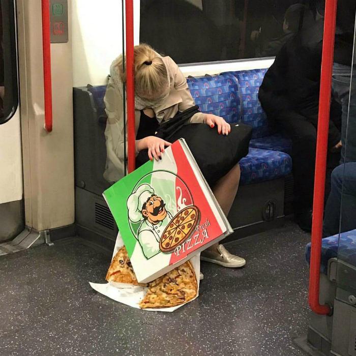 «Девушка, у вас пицца убежала!»