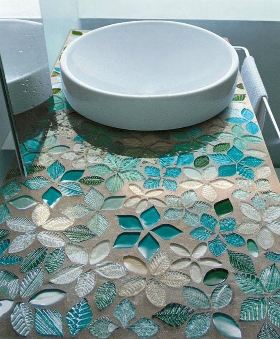 Декор столешницы мозаикой.