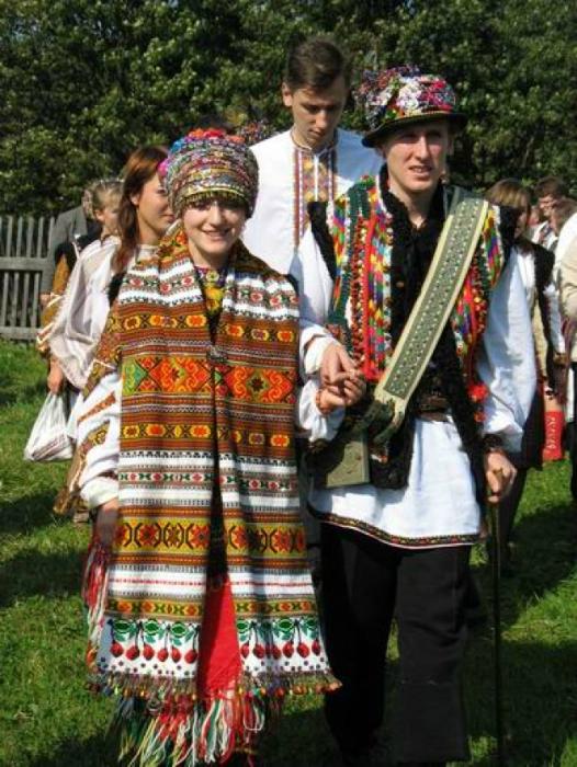 Гуцульские традиционные наряды.
