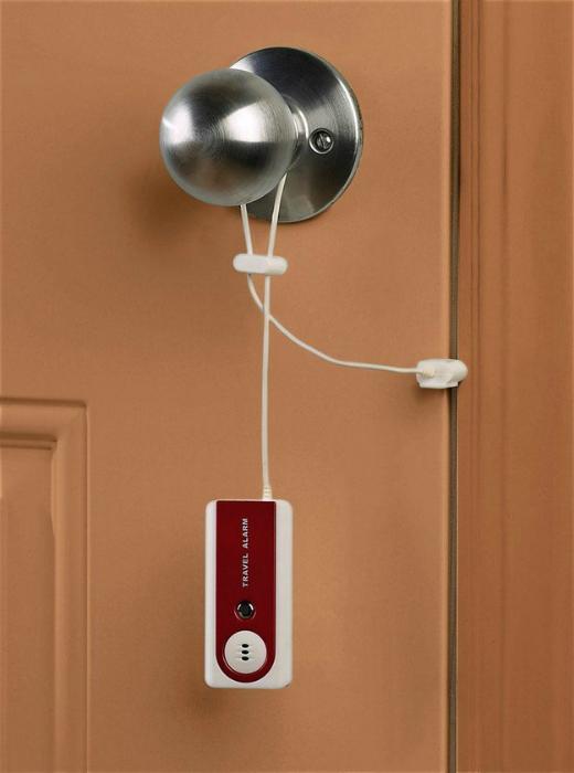 Дверная сигнализация Belle Hop, которая оповещает про открытие двери громкими сигналами.