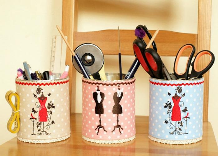 Контейнеры для хранения швейных принадлежностей.