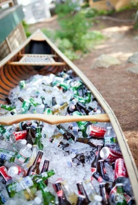 Лодка с освежающими напитками.