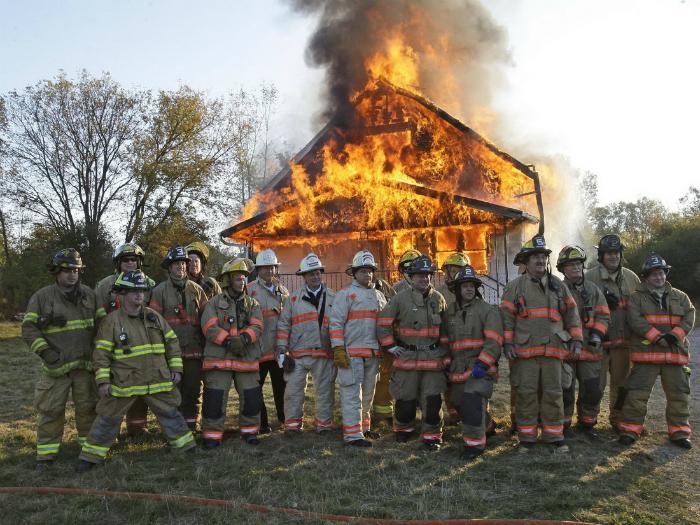 Фото на фоне пожара.