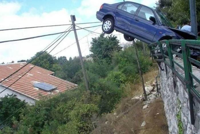Машина прилетела.