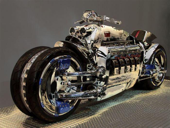 Цена: 700,000$. Четырехколесный супербайк с V-образным десятицилиндровым двигателем от знаменитого американского спорткара Dodge Viper мощностью 500 лошадиных сил и объемом 8,3 литра.
