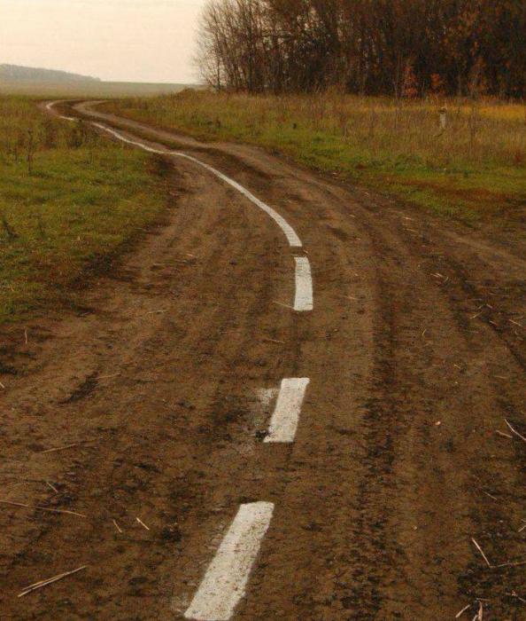 Разметка на грунтовой дороге.