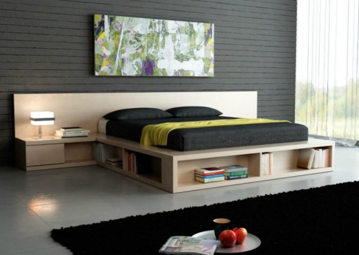 Кровать с полками.