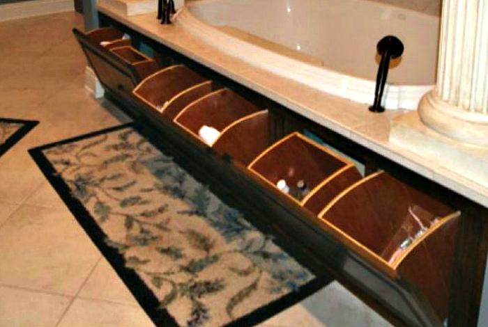 Функциональный экран под ванной. | Фото: guns.allzip.org.