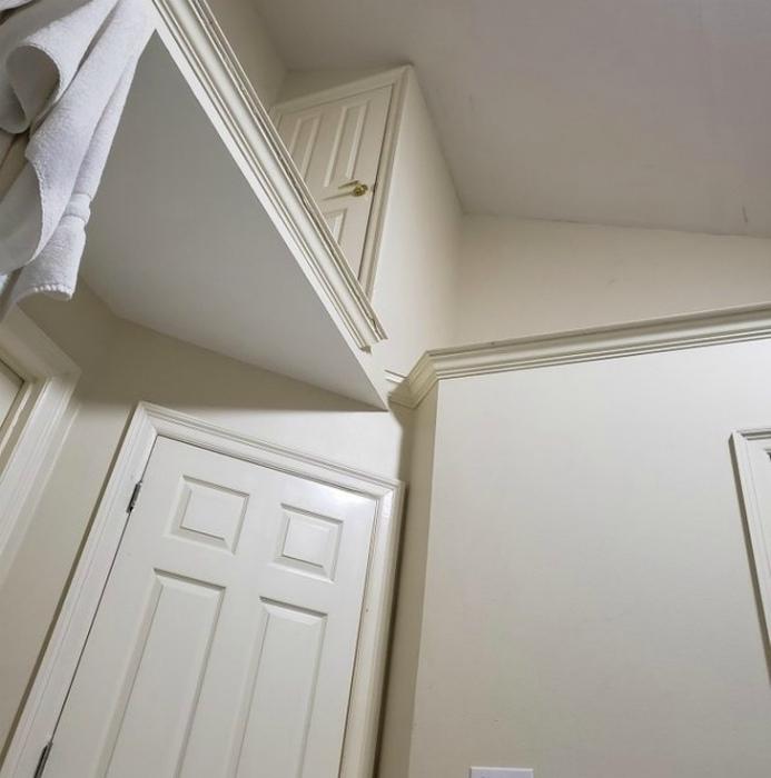 Шкафчик на высоте. | Фото: Тролльно.