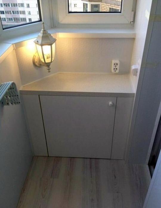 Компактный встроенный шкафчик. | Фото: Megalife.