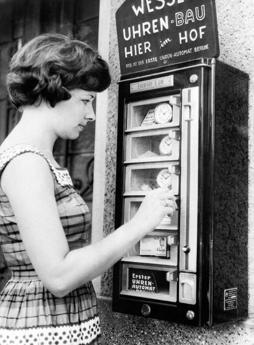 Автомат, продающий часы в Германии.