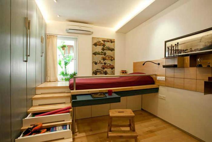Функциональная кровать на подиуме.   Фото: Любопытный мир.