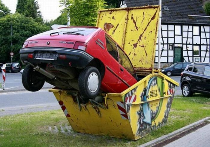 Нельзя же просто так взять и выбросить машину! | Фото: Ordissinaute.fr.