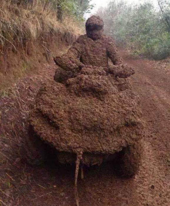 Симпатичный грязевой костюм. | Фото: 22 Words.