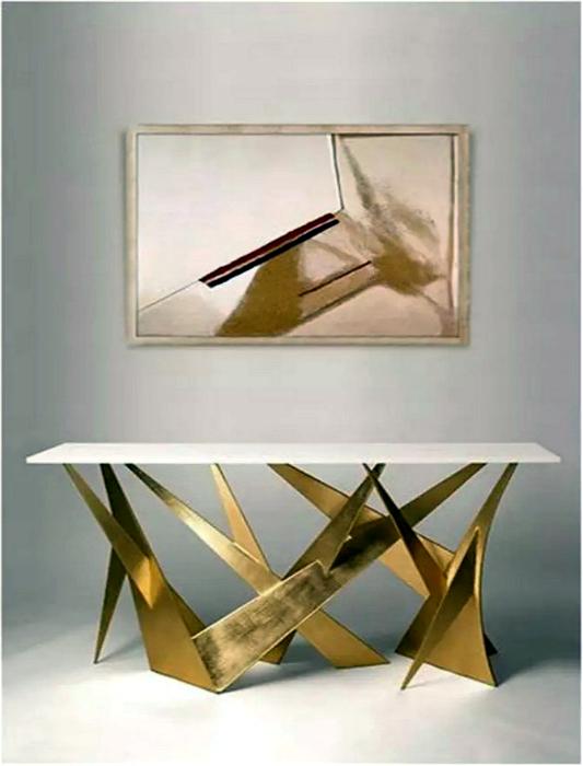 Стол от Адама Уильямса.