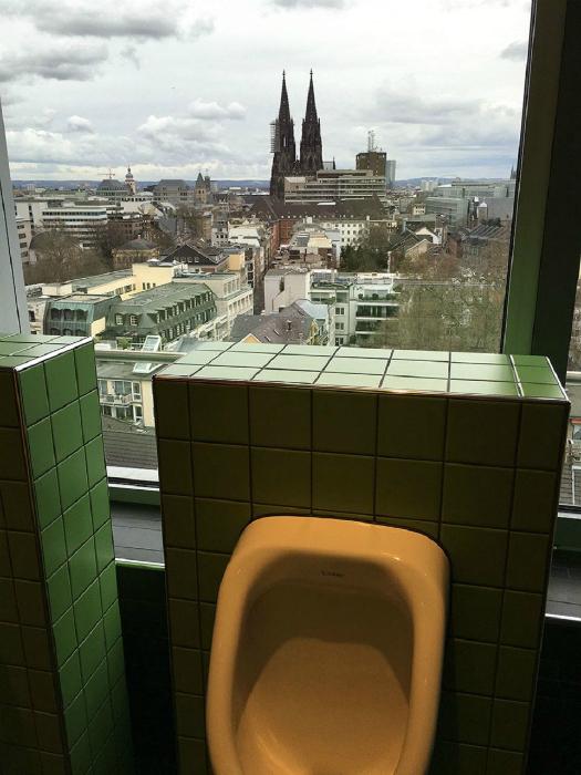 Туалет в Кельне, Германия.