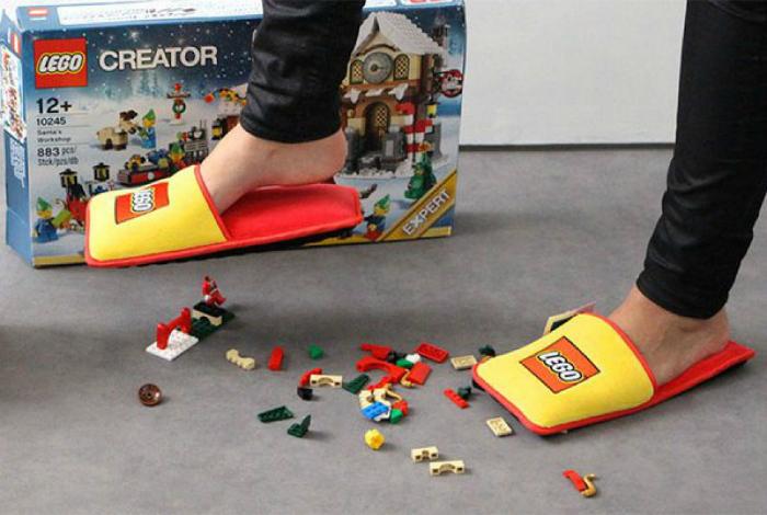 Мягкие домашние тапочки в стиле LEGO.