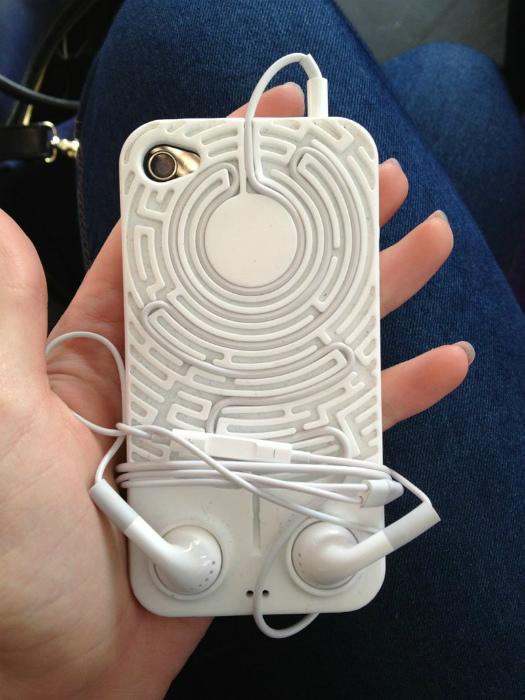 Практичный чехол для телефона.