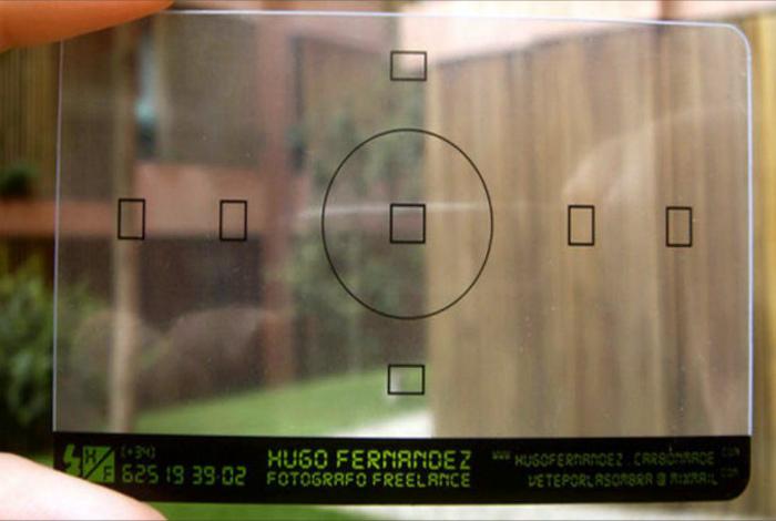 Визитка в виде объектива фотоаппарата.