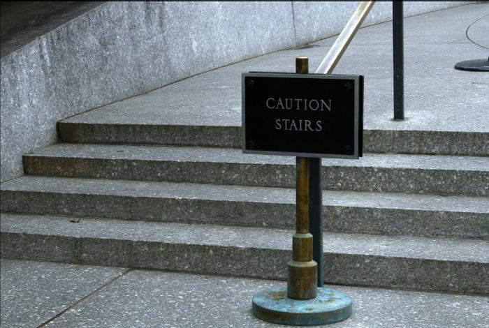 «Осторожно, ступеньки».