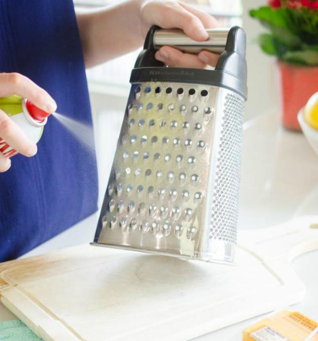 Защита поверхностей от липких продуктов.