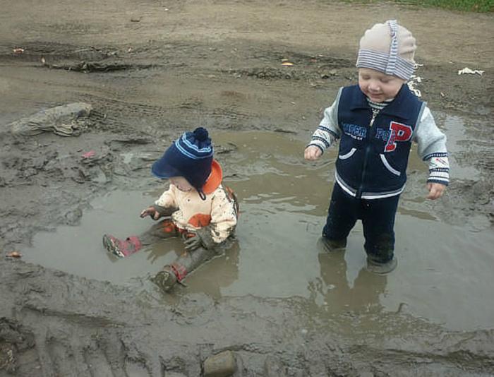 Дети – магнит для луж. | Фото: ЯПлакалъ.