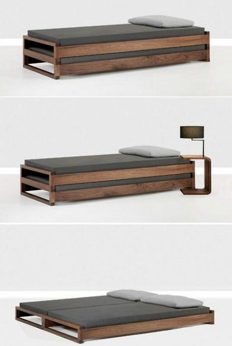 Маленькая кровать, которая легко превращается в двуспальную.