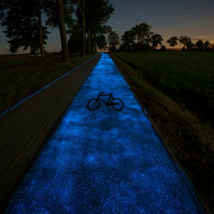 Дорожка, которая светится в темноте.
