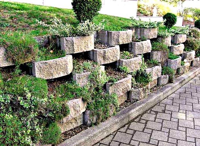 Подпорная стена из камня.