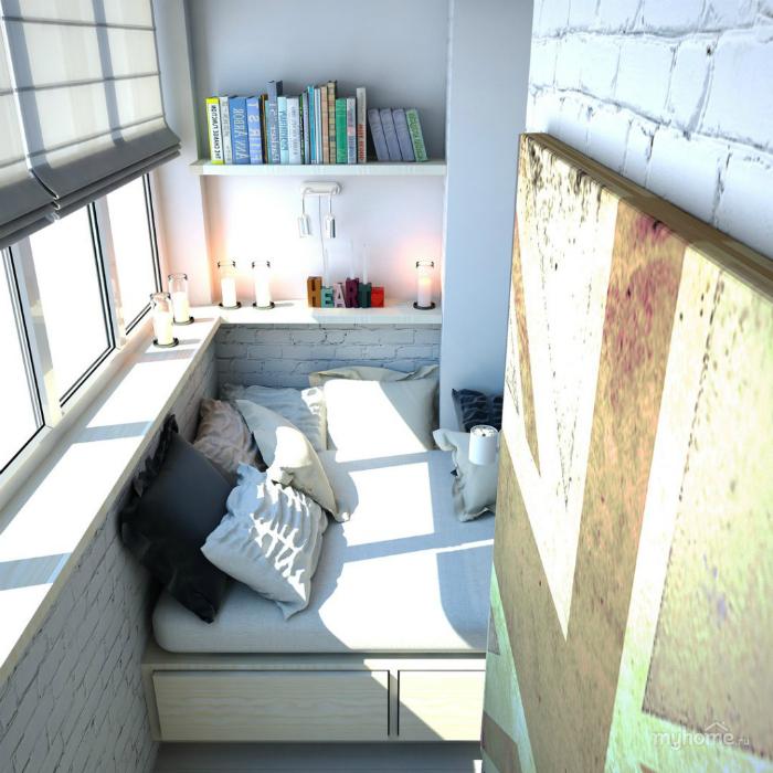 Уютная лоджия с кроватью.