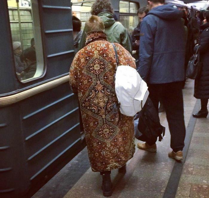 Пальто из ковра.