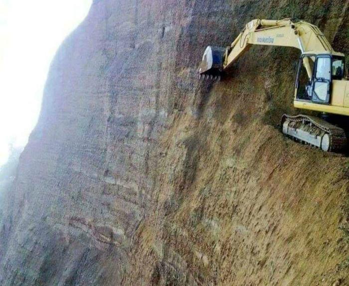 Добыча ископаемых в горной местности.