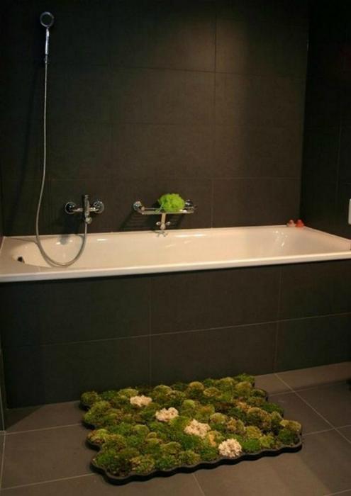 Потрясающий коврик для ванны из натурального живого мха.