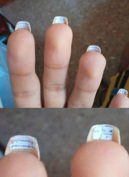 Шпаргалки под ногтями.