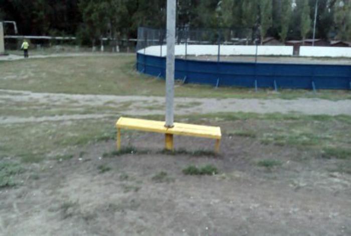 Столб-лавка.