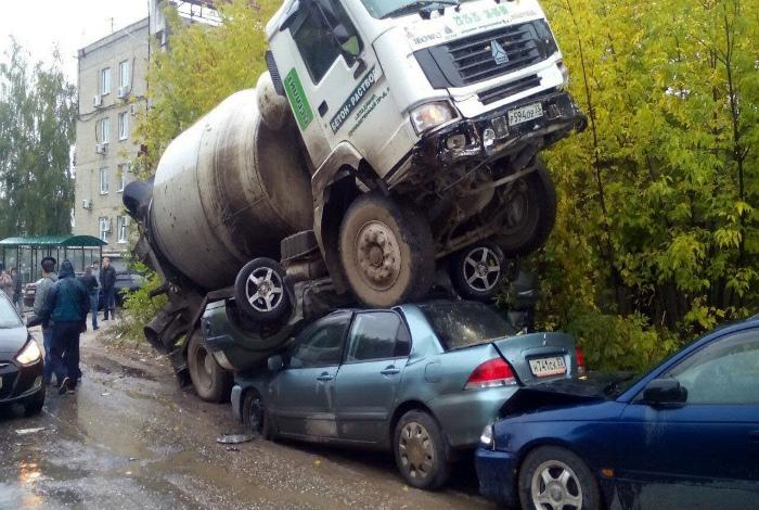 Неудачно припарковался.