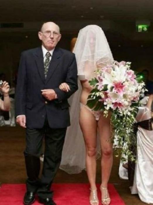 Экстравагантный наряд невесты.