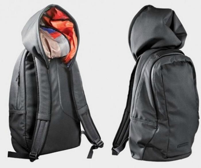 Толстовка и рюкзак.