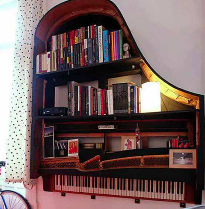 Стеллаж из рояля.
