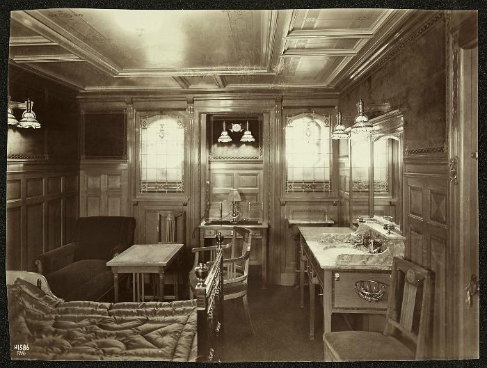 "Одна из кают первого класса на ""Титанике"", 1912 год."