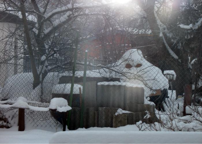 Подозрительная гора снега.