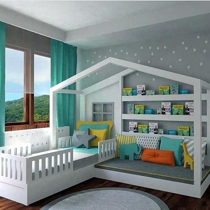 Спальня с оригинальной кроватью.