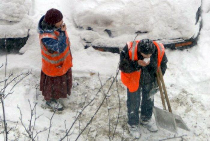 Креативные методы борьбы со снегом. | Фото:  Kaifolog.ru.