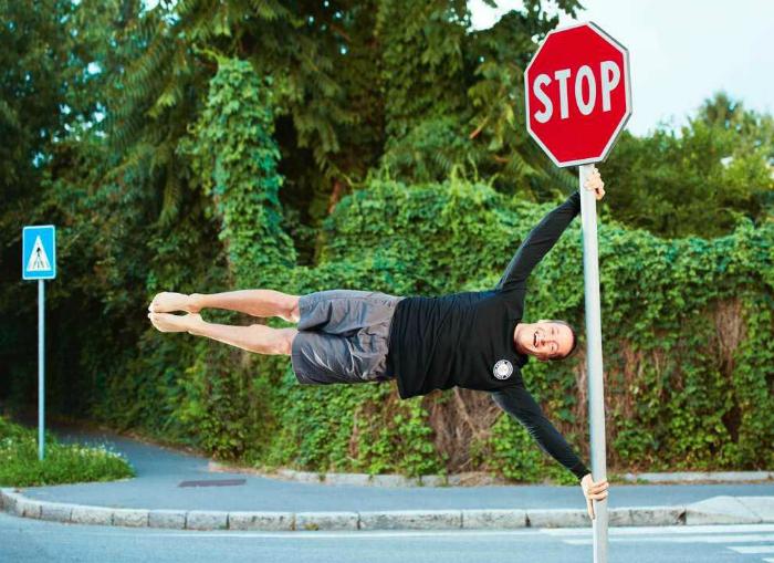 Канадец Доминик Лакассе  установил мировой рекорд, провисев дольше всех в позиции флага.