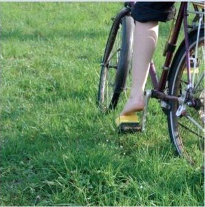 Губки на педалях велосипеда.