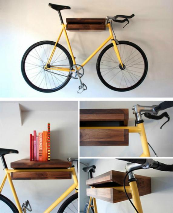 Крепление для велосипеда, которое одновременно выполняет функции книжной полки.