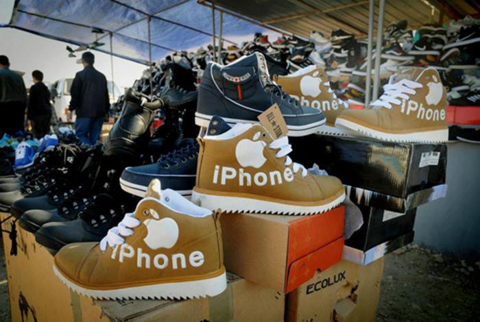 Китайский рынок - место, где можно купить самые дешевые Iphone. | Фото: Vuntu Co.
