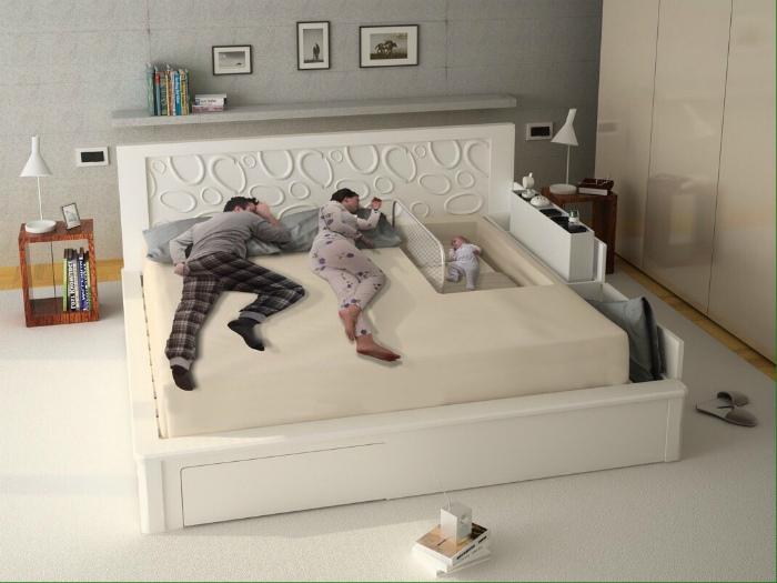 Кровать для родителей и малыша.