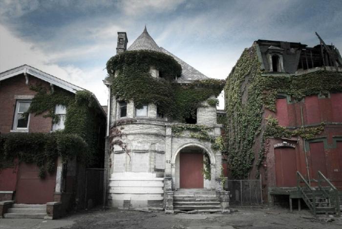 Заброшенный жилой дом в Детройте.