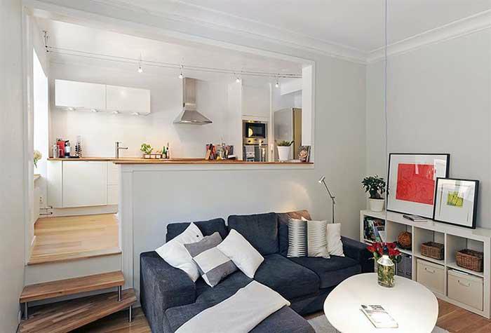 Квартира-студия с кухней на подиуме.
